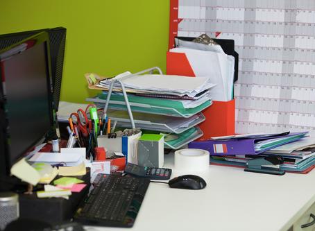 Il parait qu'un bureau en désordre est un signe de génie...