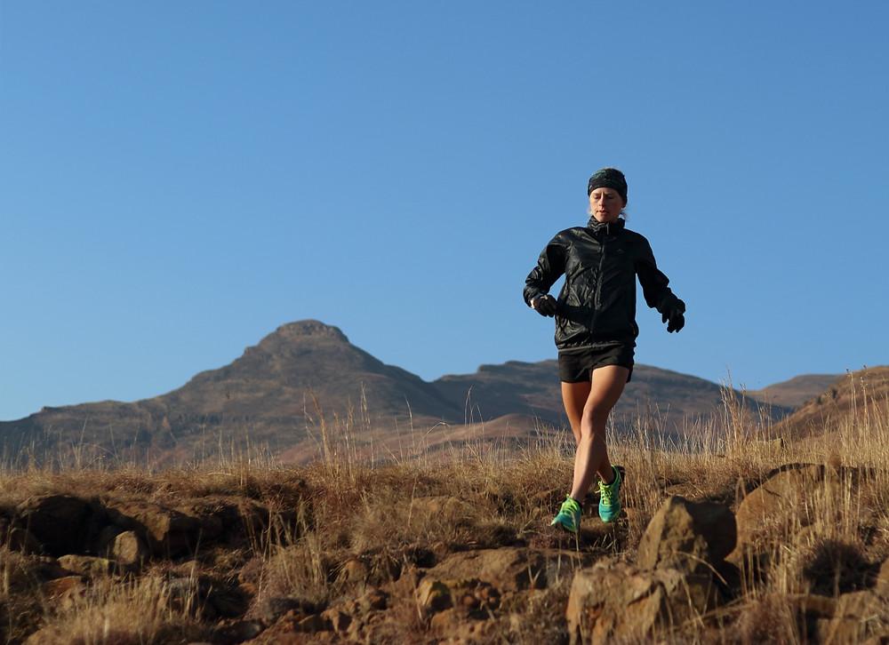Nicolette Griffioen female mountain runner running along technical mountain trails
