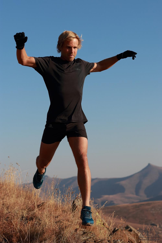 Pierre Jordaan mountain runner flying down technical trails