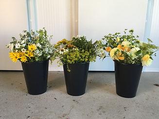kýble květin na svatební diy výzdobu, květinový materiál na svatbu v kbelících