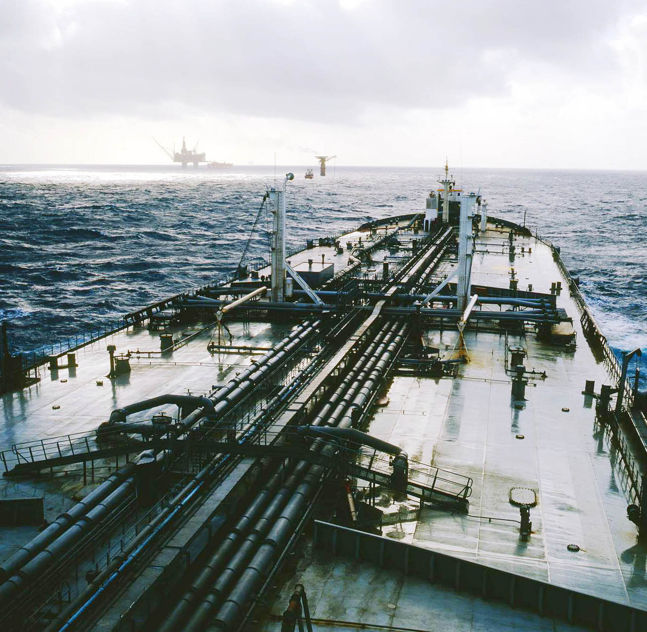 North Sea 1979, Wilnora with oilrig in horizon