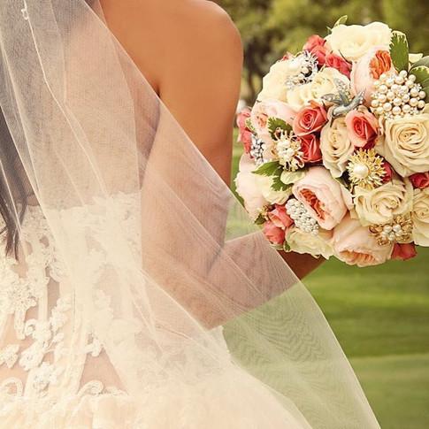 #patioatthebarn #bouquet #bride #simplys