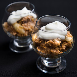 apple crumble and whip cream
