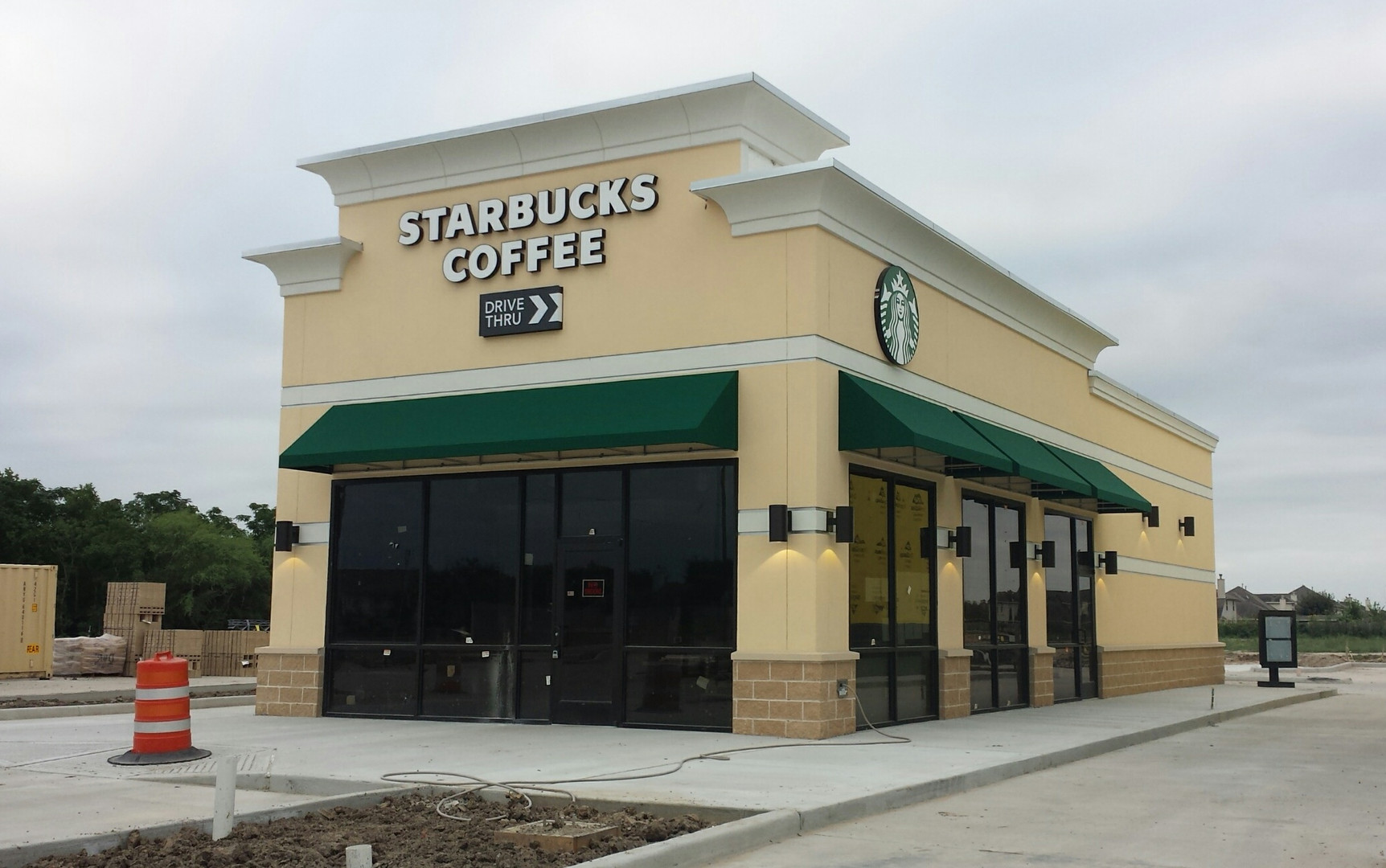 starbucks-sunbrella-forest-green-awnings