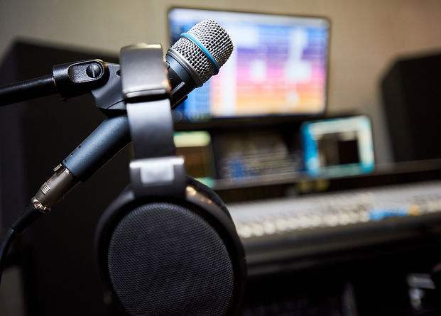 microphone-and-headphones-in-studio-YJFG