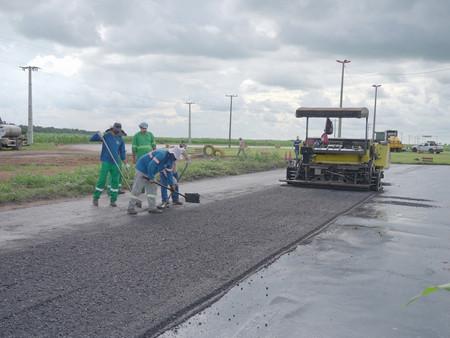 Com o fim das chuvas, recuperação asfáltica é retomada em ruas e avenidas de Lucas do Rio Verde