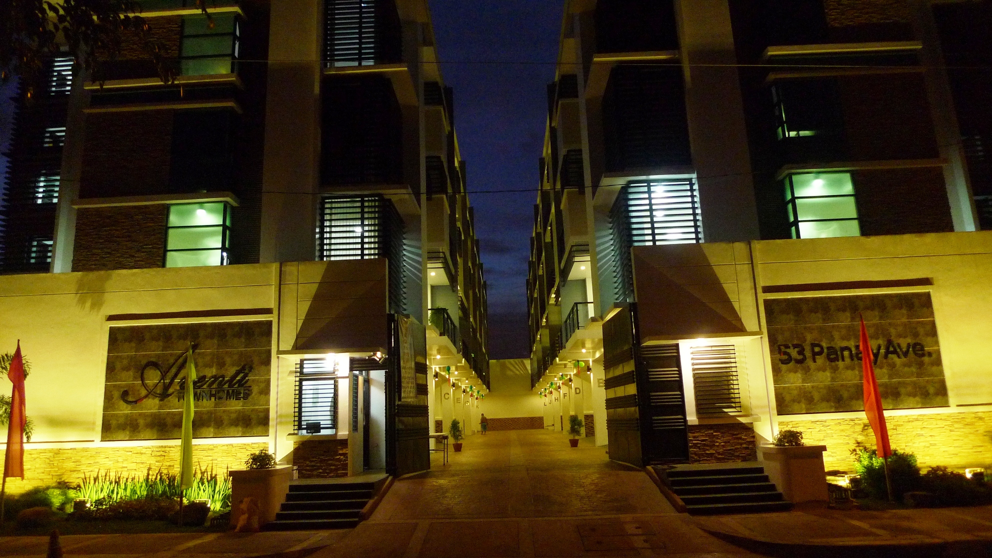 Aventi Townhomes front gate