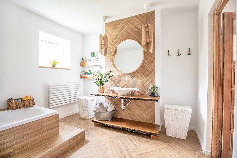 wooden feature wall in modern bathroom
