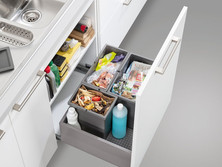 3-part waste sorting, standing