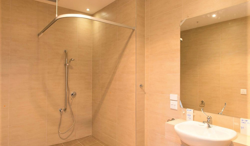 G01 bathroom.jpg