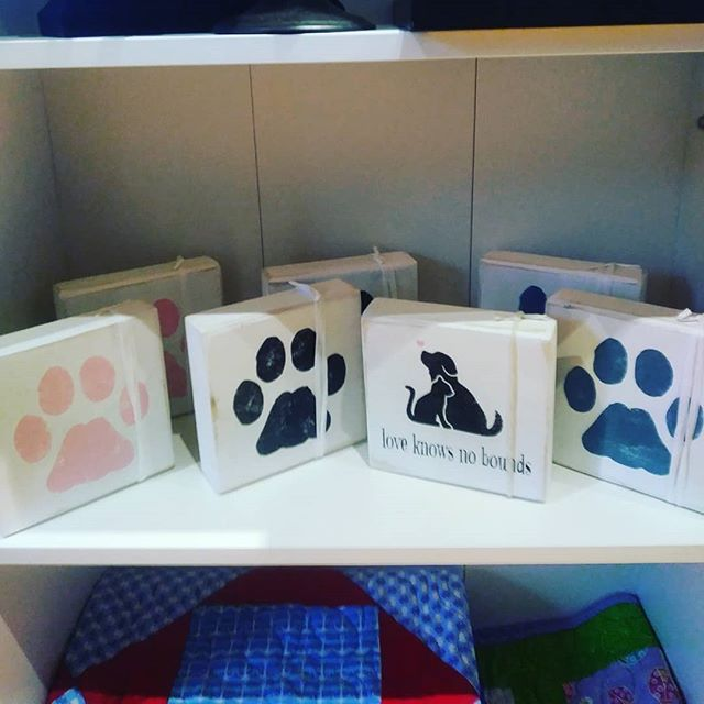 Pet Love shelf sitter blocks from Signs
