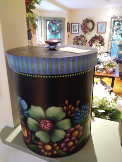 Round box by Tole Sampler