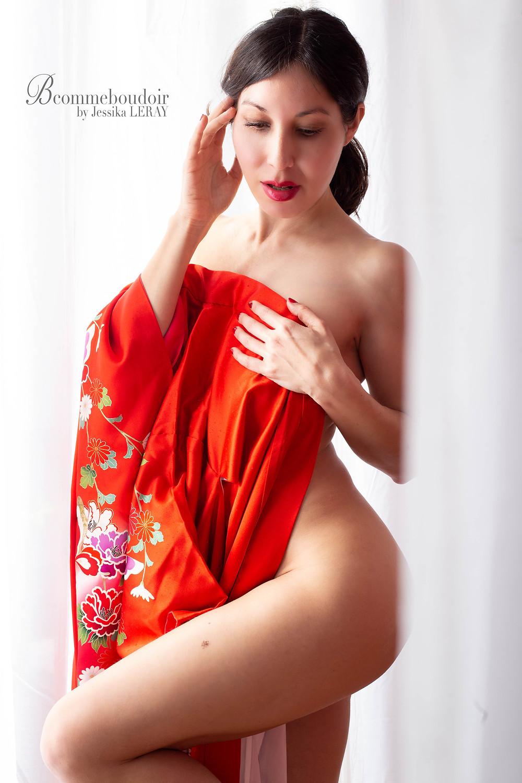 Photographie de nu en rouge