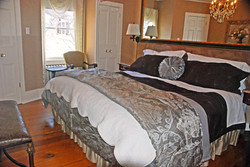 The McIntosh Guest Room