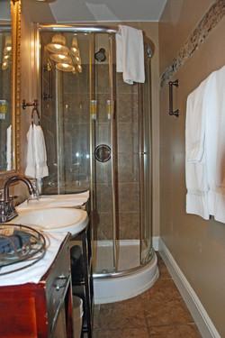 McIntosh Ensuite Bathroom