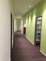 Bunte Wände in Arztpraxis2.JPG