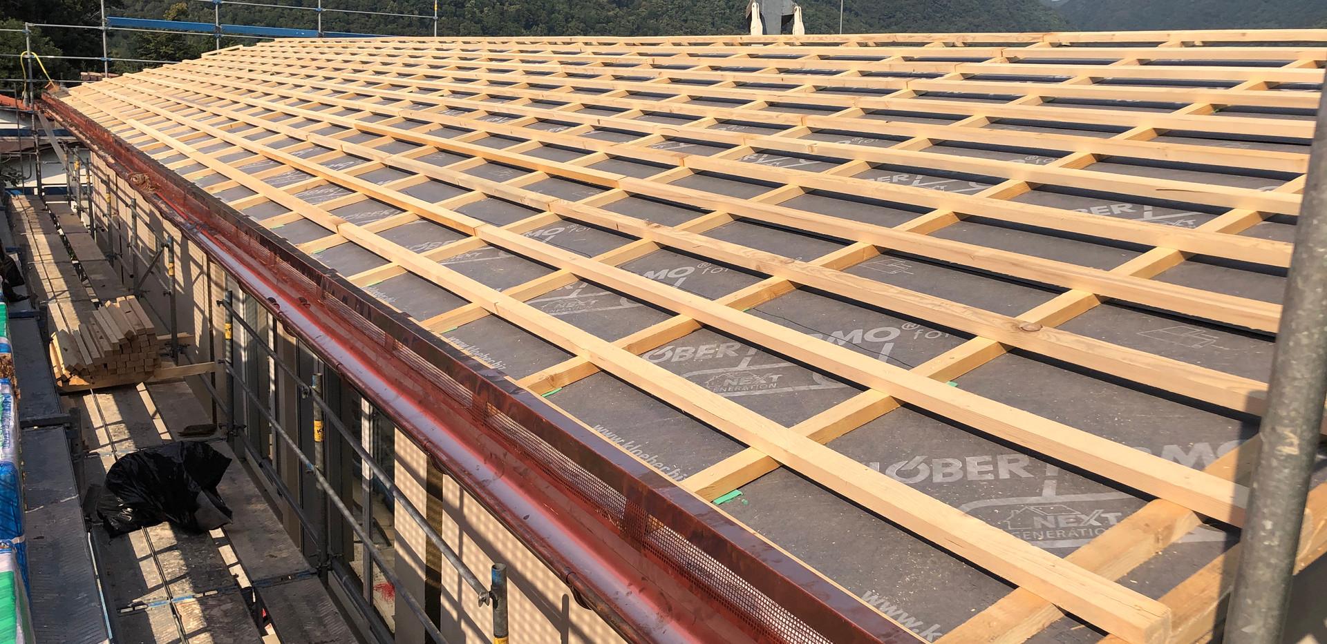Posa guaina per tetti, travetti vertical