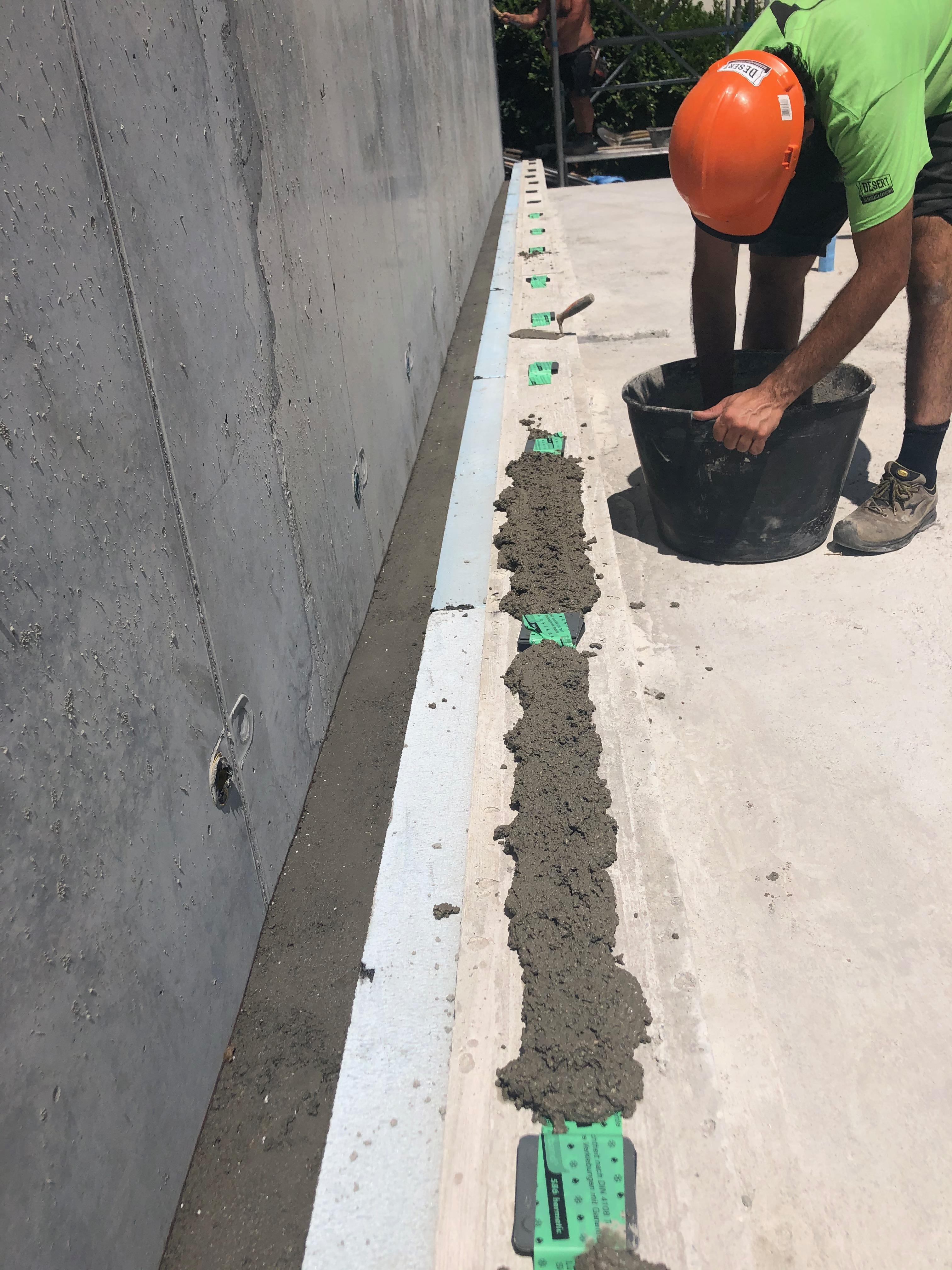 Livellamento e letto di posa in cemento