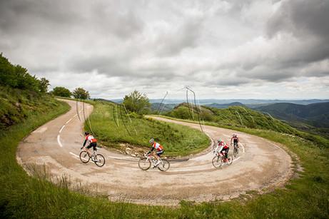 Ascension du Col du Layrac lors du stage cyclisme Attractions Terrestres