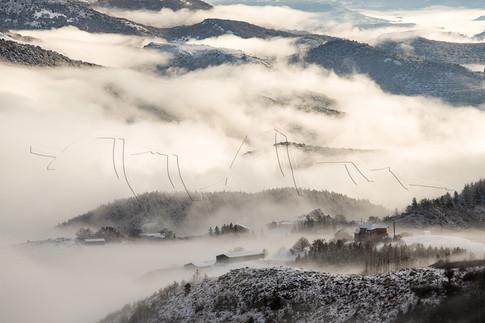 Brume hivernale sur le hameau du Péras