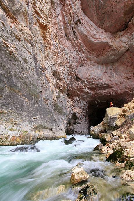 Porche d'entrée de la grotte de Bournillon dans le Vercors