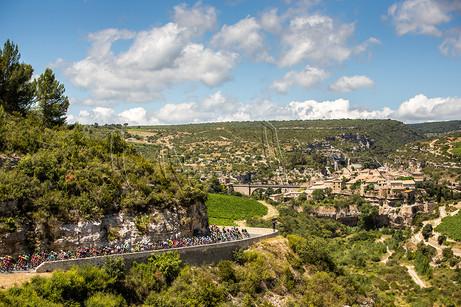 Passage du peloton du Tour de France à Minerve dans l'Hérault