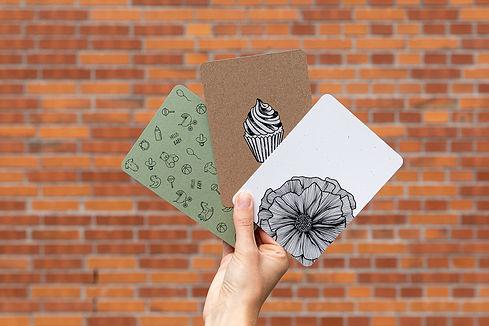 Postkarten von atelier 8048. Verschiedene Grusskarten mit handgezeichneten Motiven erhältlich im Onlineshop.