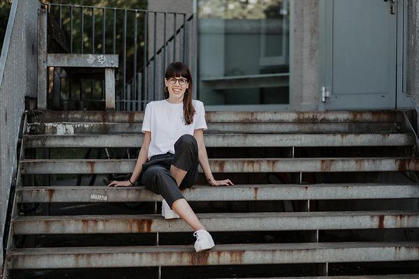 Portrait von Nina Ruchti, Inhaberin vom atelier 8048. Fotografiert von foundbyheart.