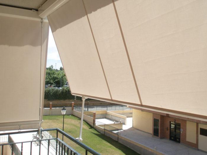 balcony01-700x525.jpg