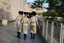 bogobojni jerozolimczycy wikipedia.jpg