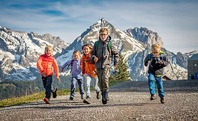 Are you starting to make plans for summer? Then make sure to add some of these lovely family-friendly hikes to your travel itinerary. Not only your kids will love them!