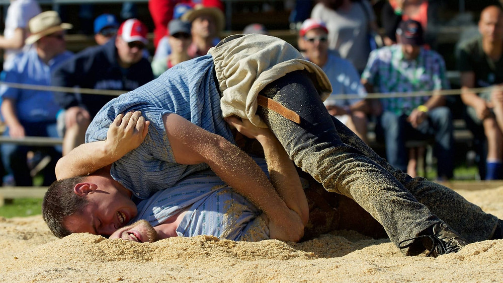 Schwingen | Swiss traditions | 2 guys wrestle