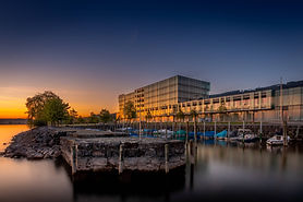 It is a panorama of modernism on the shores of Lake Constance that extends beyond the exhibition rooms of the interior of the Würth Haus through the sculpture garden to the lake.