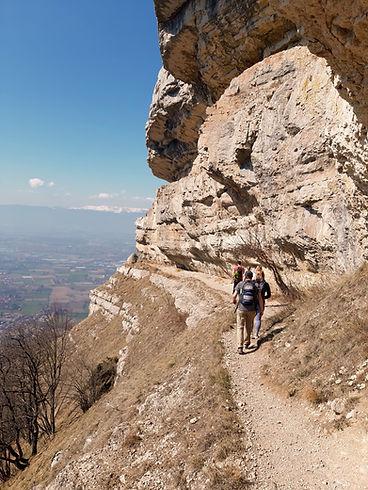 Hike | Balcony of Geneva | group on path