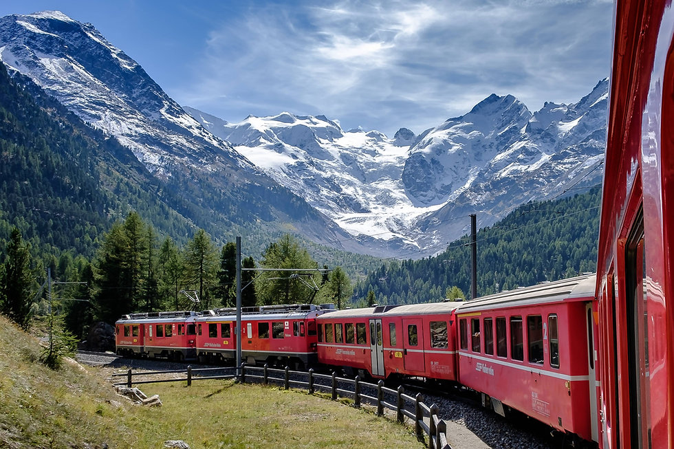 Bernina Express in front of Pitz Bernina | Switzerland | Schwiez