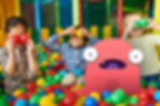 happy-kids-playing-in-ball-pit-VE6XSWK.j