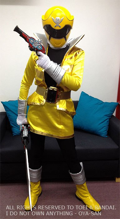 Kaizoku Sentai Gokai Yellow Gokaiger Suit Completed!