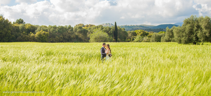 couple in kefalonia nature