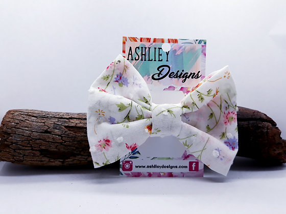 White/Pink Flowers Bow