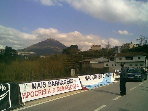 Ponte_de_Mondim_de_Basto_-_28_de_Março_de_2010.jpg