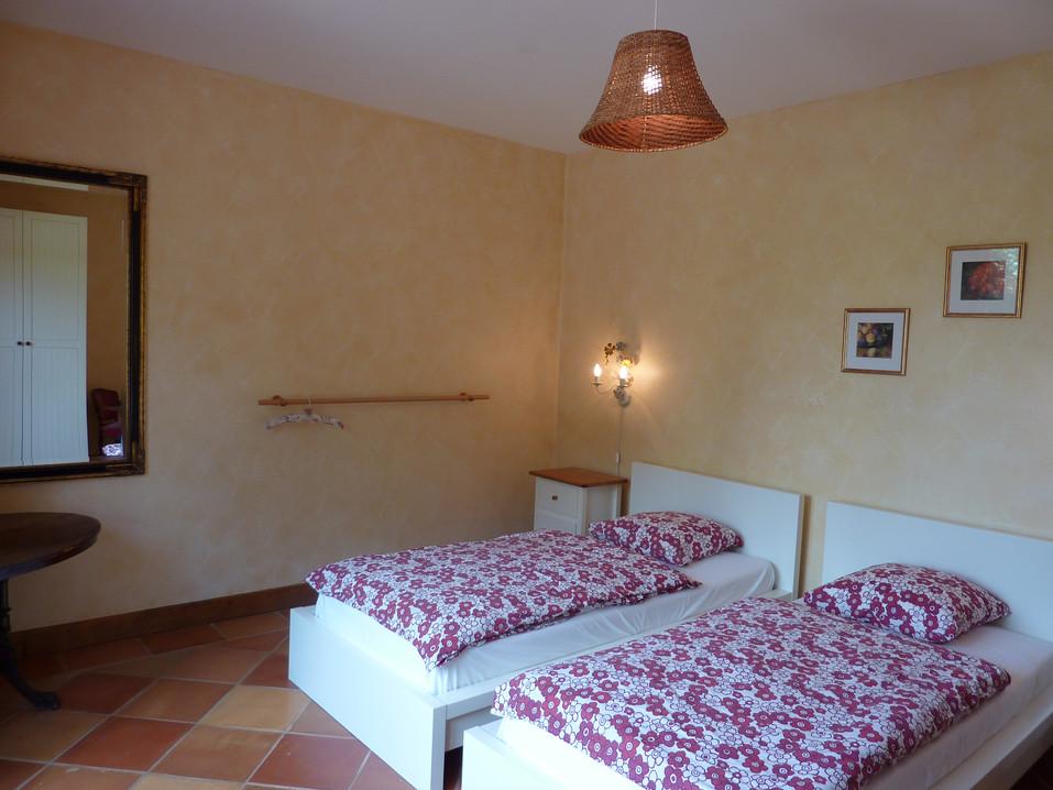 La chambre 2 au rez de la villa