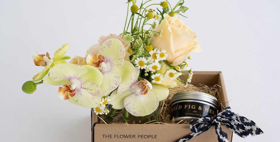 SMALL & ALLURING GIFT BOX (Flowers & Candle)
