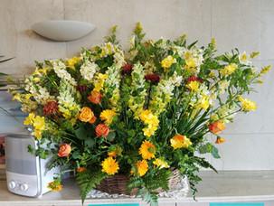 玄関花飾り3年2月.jpg