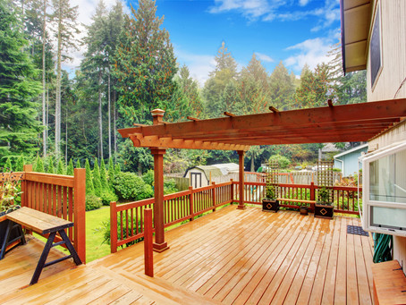 What Is the Best Deck Material? An Overview of the Different Types of Decking
