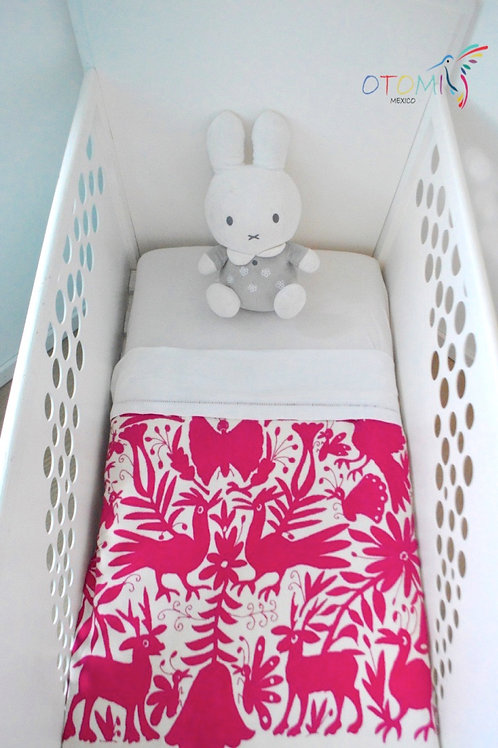 Cotton baby blanket with roosters embroidered in otomi fabric in pink