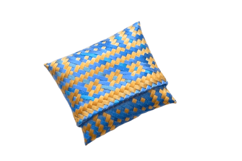huichol coin purse in blue and gold
