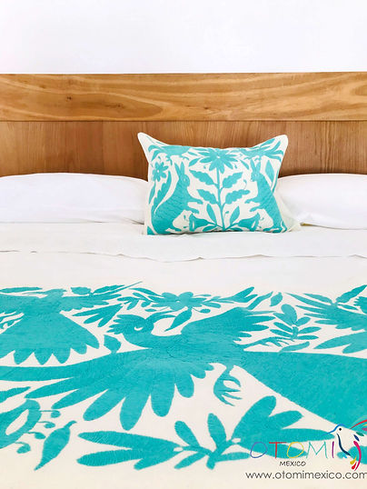 mexican-embroidered-bedding_otomi-mexico