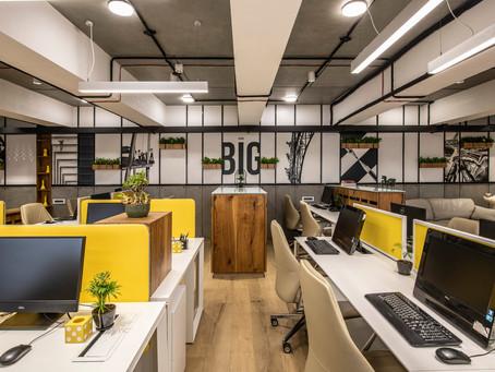 Marine Drive office / Gaurav Kharkar & Associates