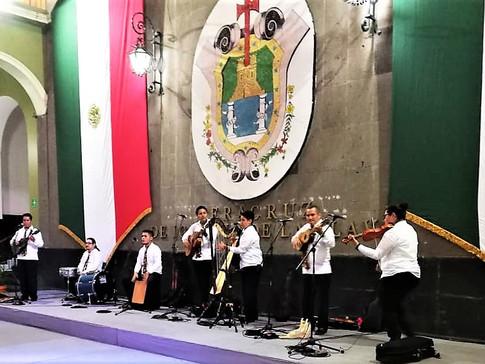 3 Ensamble Folklorico de Veracruz.jpg