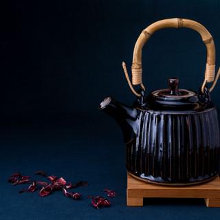 Black_Teapot_petals.jpg